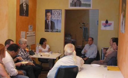 Patrick Ayache et son équipe en réunion militante